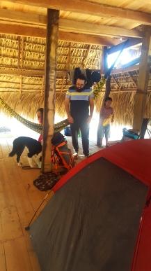 Fer, Juan y nuestra casa de campaña