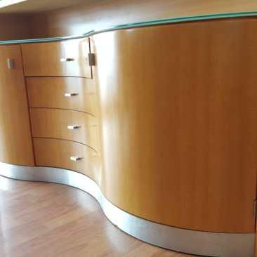 aluminio, vidrio, madera y curvas... ¿poooor?